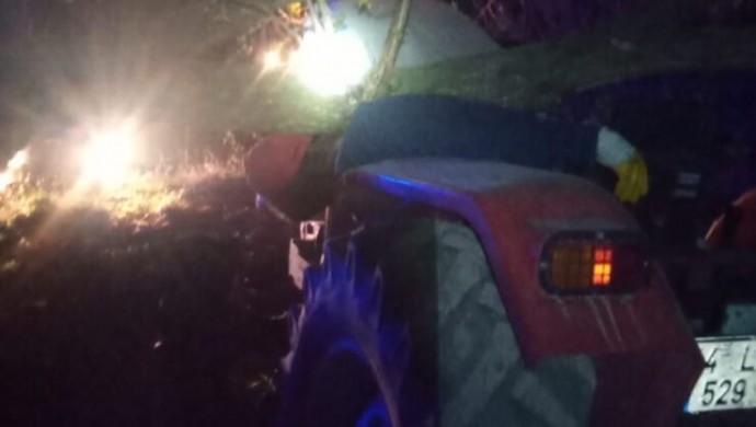 Traktör ile ağaç arasında sıkışan çiftçi yaşamını yitirdi