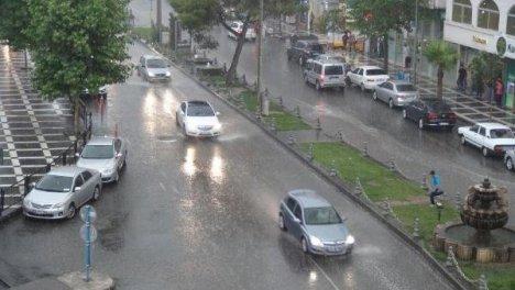 Urfa haftalardır beklediği yağmura kavuştu