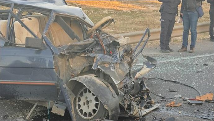 Urfa Suruç karayolunda 2 araç kafa kafaya çarpıştı! 1 ölü 1 yaralı-(VİDEO)