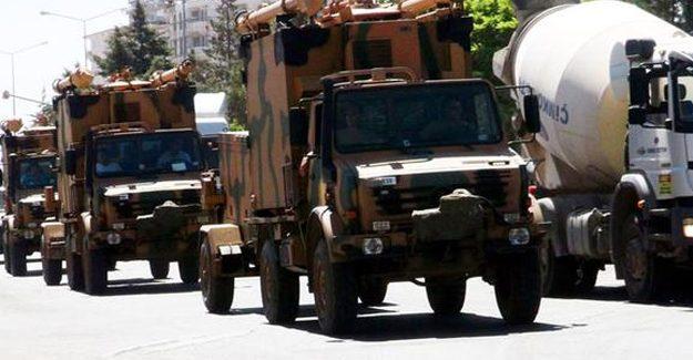 Urfa'da askeri araç taşıyan TIR devrildi