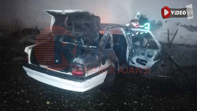 Urfa'da çakmakla oynayan çocuklar 2 otomobili yaktı
