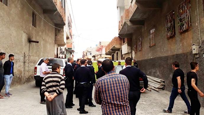 Urfa'da İntihar Etmek isteyen Küçük Berivan'ı Polis ve İtfaiyeciler İkna etti