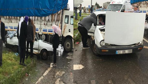 Urfa'da kamyon ve otomobil çarpıştı: 5 yaralı
