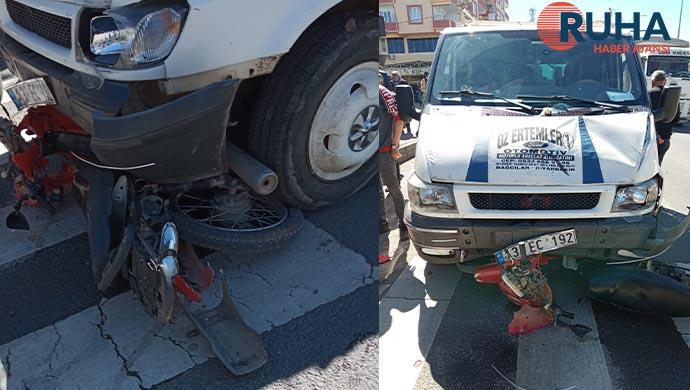 Urfa'da Minibüs önüne çıkan motosiklete çarptı: 1 ağır yaralı