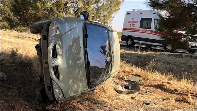 Urfa'da Otomobil Tarlaya Uçtu:2 Yaralı