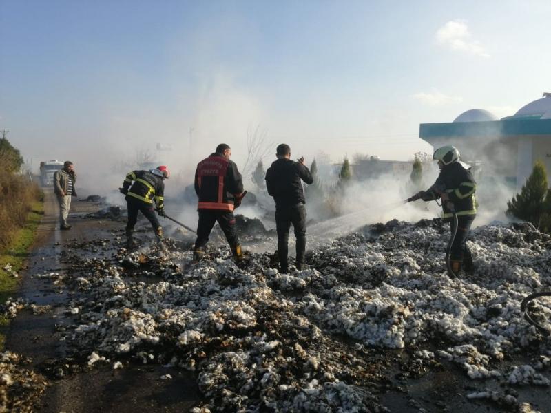 Urfa'da Pamuk yüklü kamyon alev alev yandı-(Video)