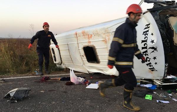 Urfa'da Tarım işçileri kaza yaptı: 3 ölü, 17 yaralı
