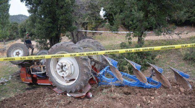 Urfa'da traktörün altında kalan sürücü hayatını kaybetti