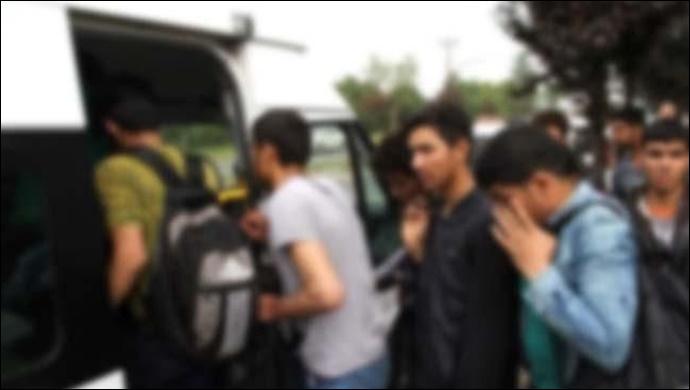 Urfa'da yakalandılar: 3 minibüs 101 kişi!