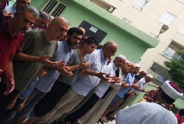 Urfa'daki camiilerde giyabi cenaze kılındı
