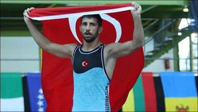 Urfalı Milli güreşçi Murat Fırat'tan bronz madalya