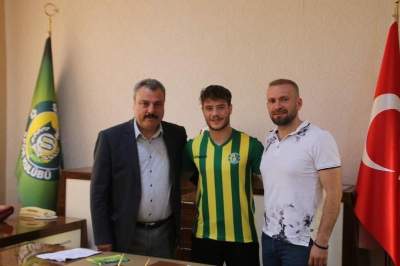 Urfaspor transferde hız kesmiyor: 20 yaşındaki orta saha oyuncusu imzayı attı