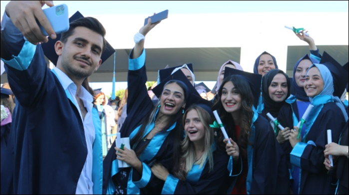 Üsküdar'da renkli ve coşkulu diploma heyecanı