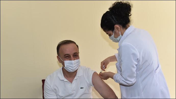 Vali Erin KOVİD-19 İkinci Doz Aşısı oldu-(VİDEO)