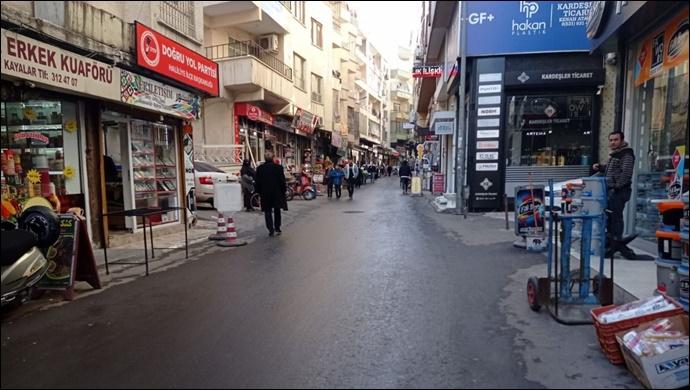 Vatandaş bu caddenin trafiğe kapatılmasını istiyor! Yetkililere vatandaştan çağrı var!