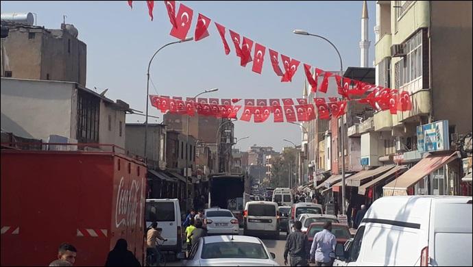 Viransehir Belediyesi Cumhurıyet Bayramı Öncesi İlçeyi Bayraklarla Donattı