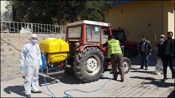 Viranşehir Belediyesi dezenfekte çalışmalarına aralıksız devam ediyor