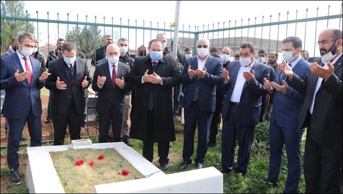 Viranşehir şehitleri saldırının yıldönümünde mezarları başında anıldı