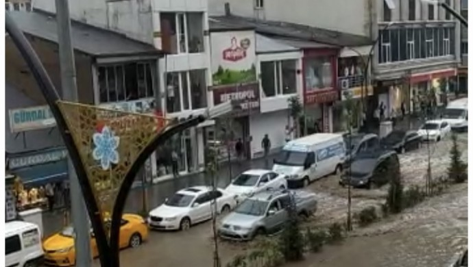 Yüksekova'da da sel etkili oldu