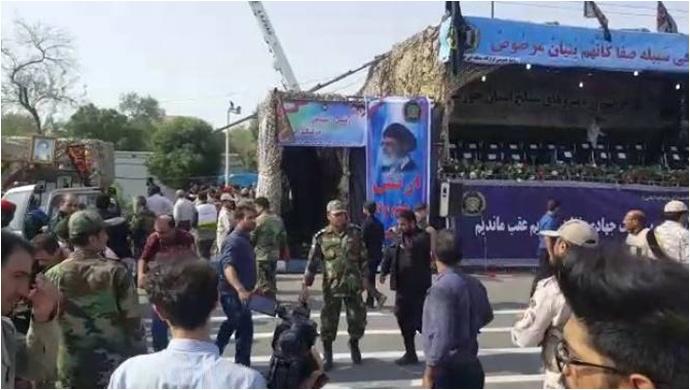 İran'da askeri geçit törenine saldırı